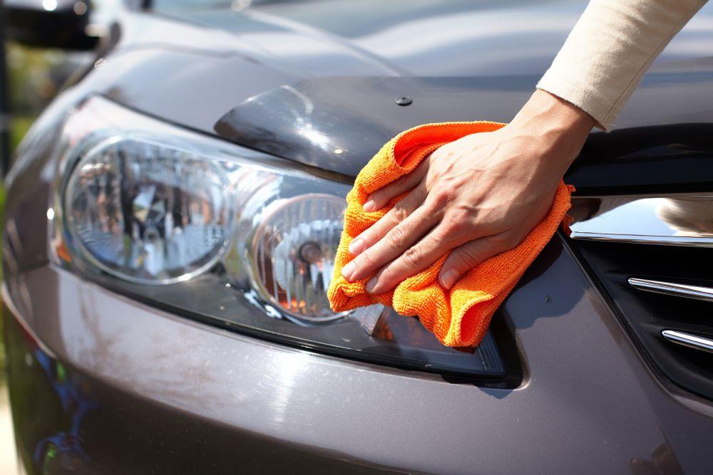 Poliranje farova na autu